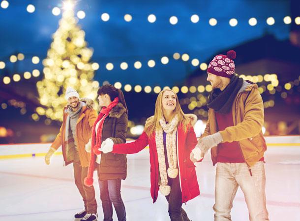 Aktive Pärchen in der Weihnachtszeit