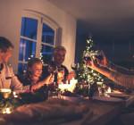 Familie beim Festagsessen
