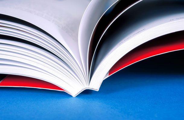 Hochwertige Druckerzeugnisse werden mit der entsprechenden Buchbinderei zusammengehalten