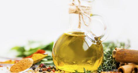 Öle und Gewürze bringen Pep in Ihr Essen.