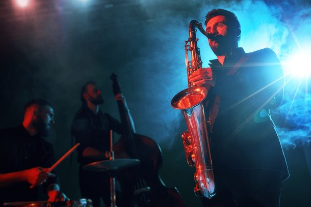 Instrumentenbauer Matthias Rüdiger führt Sie in die Welt des Saxophons ein.