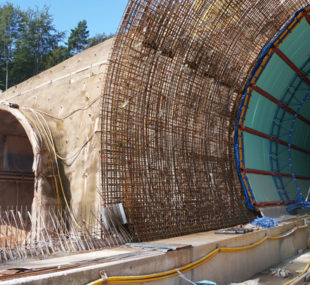 Baustelle beim Tunnelbau