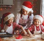Weihnachtliches Backen in der Küche